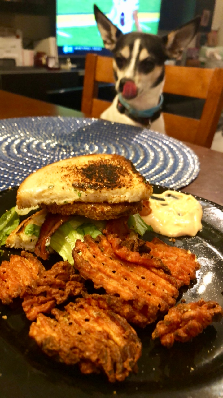 BLT Sandwich with air-fried Fried Green Tomatoes + herbmayonnaise